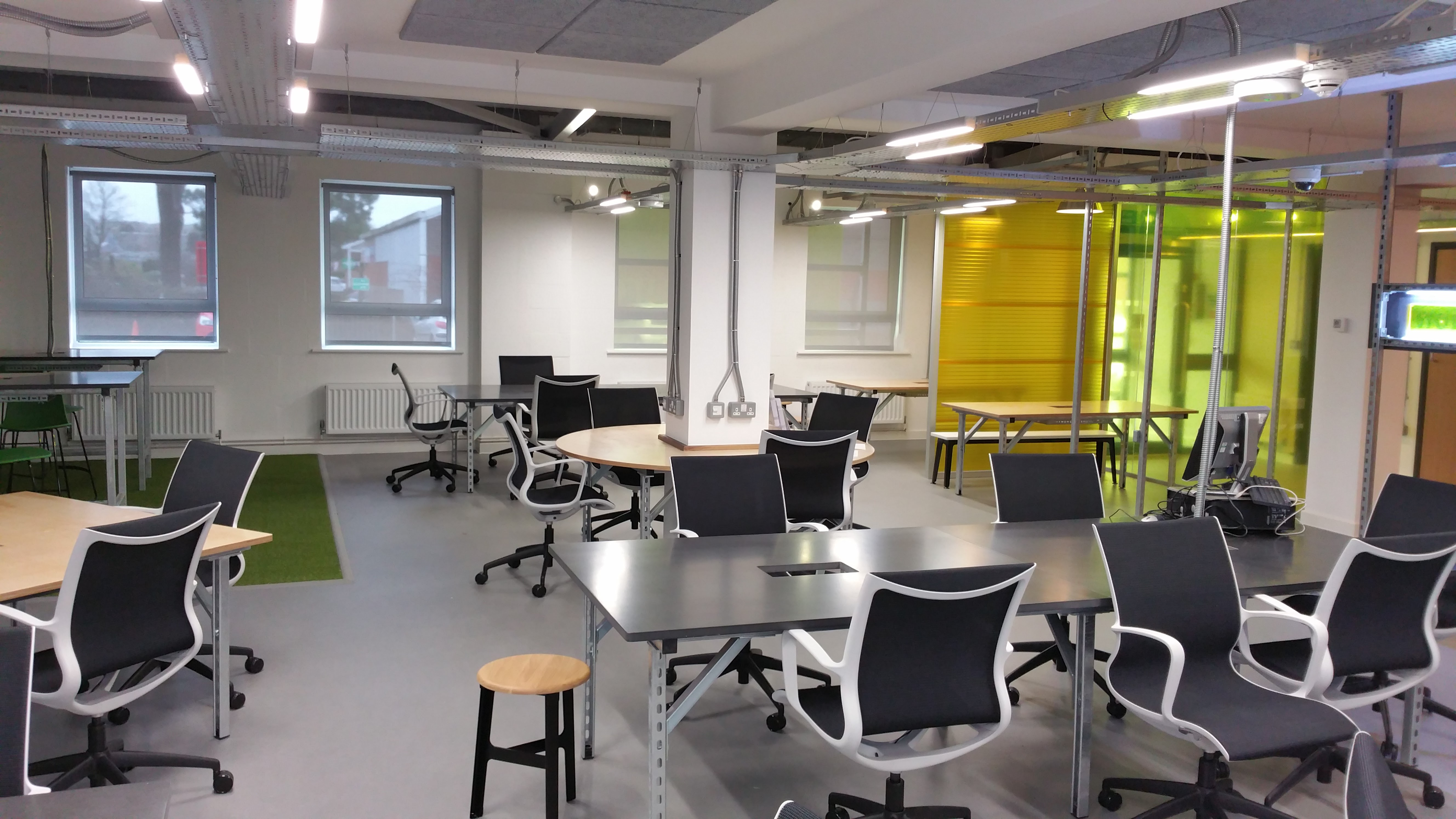 Hotdesking and Collaborative space